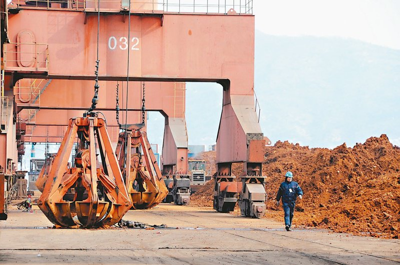 大陸稀土今年出口量明顯下降。圖為江蘇連雲港準備外銷的稀土。(美聯社資料照片)