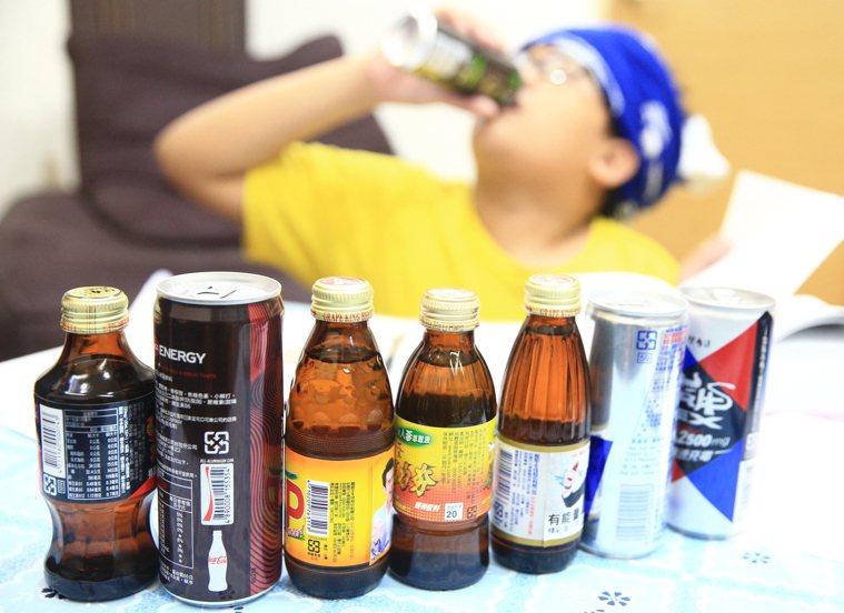 兒童福利聯盟調查,三成學生每周喝一到三次咖啡或能量飲料。記者陳正興/攝影
