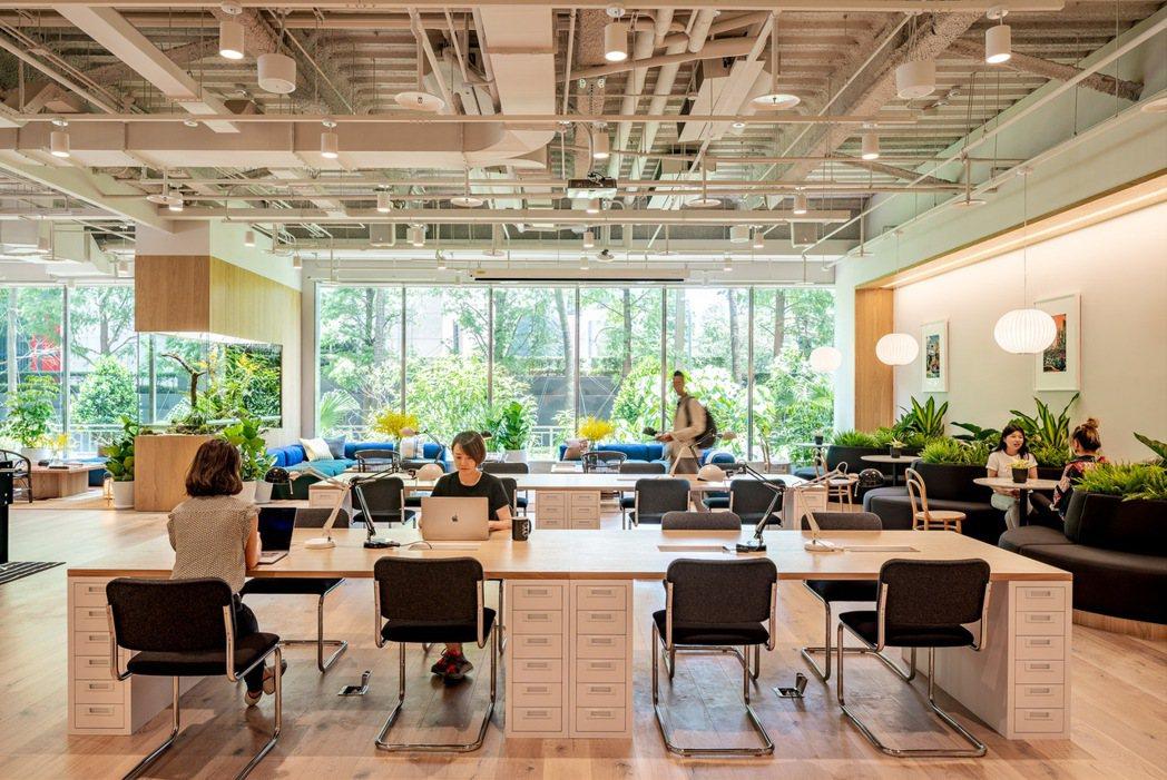 WeWork 與在地會員及業界夥伴緊密合作,攜手打造安全、靈活及高效率的工作環境...