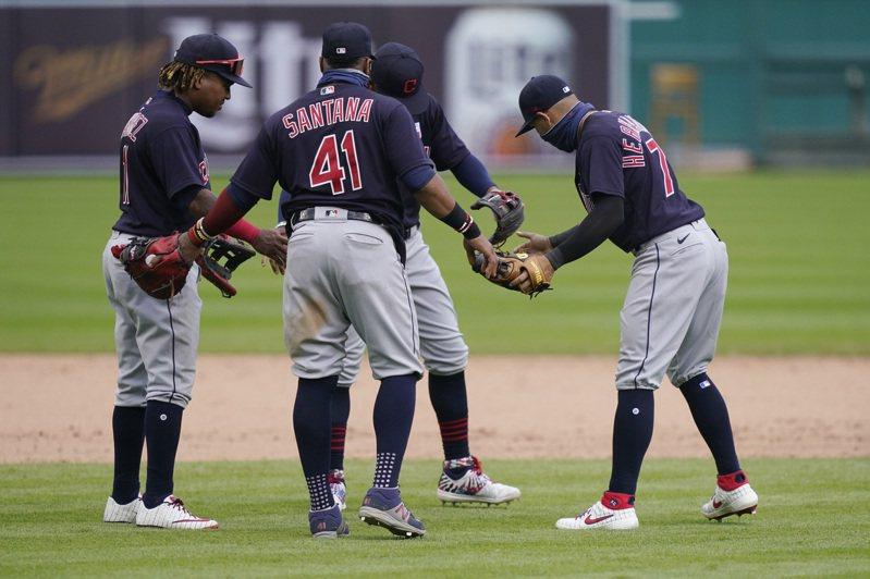 印地安人傳茶壺風暴,有球員表示若是球團再把違規的兩投手放進輪值名單,就要退出今年賽季。  美聯社
