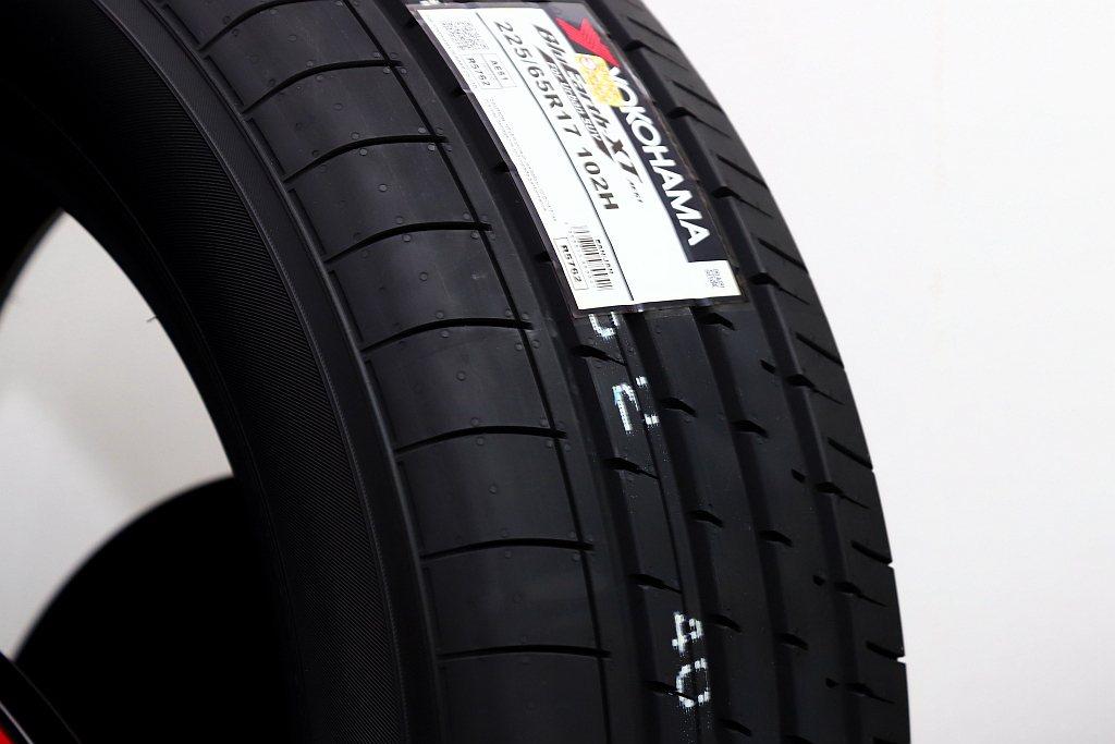 橫濱BluEarth-XT AE61新胎提供跨界休旅車需要的操控和轉向穩定性、更...