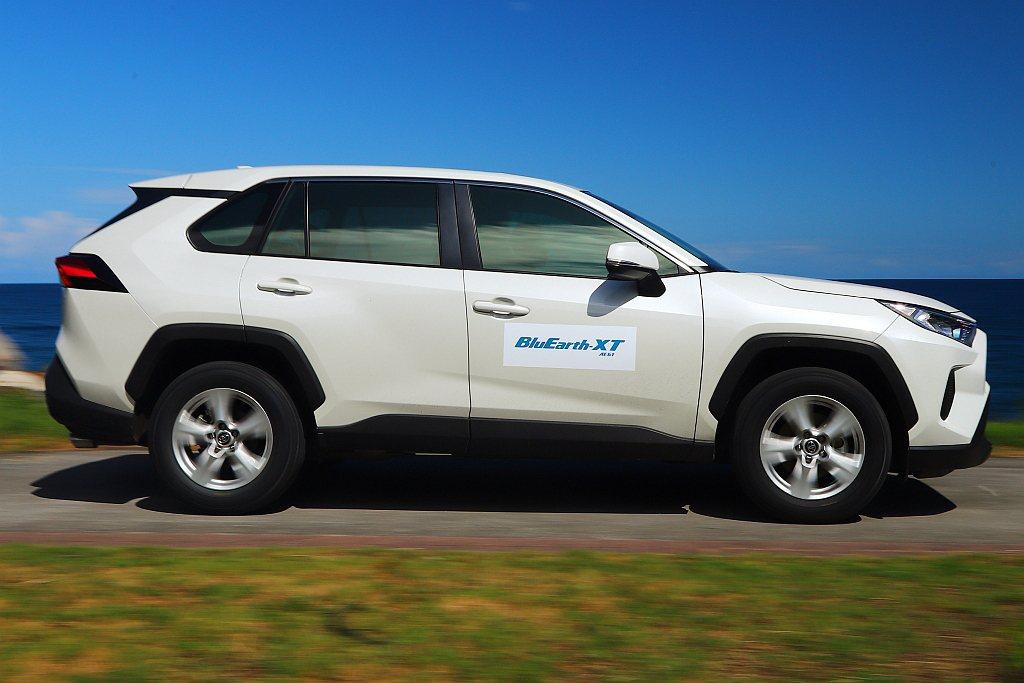 為不影響行車感受與油耗數據,更換的橫濱BluEarth-XT AE61也相同為2...