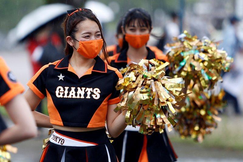 日本職棒維持一場比賽不超過5,000人的規定,也規定觀眾在場內需要保持冷靜,圖攝於7月10日。 圖/路透社
