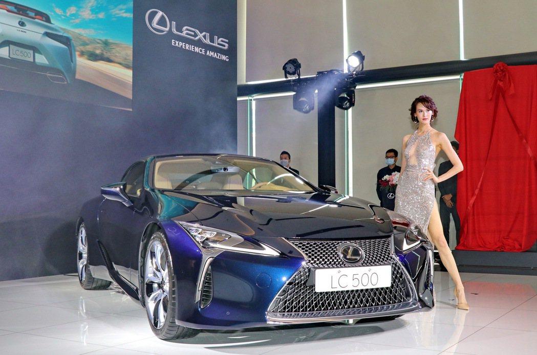 LEXUS LC Convertible引進單一動力兩種車型588萬起。 記者陳...