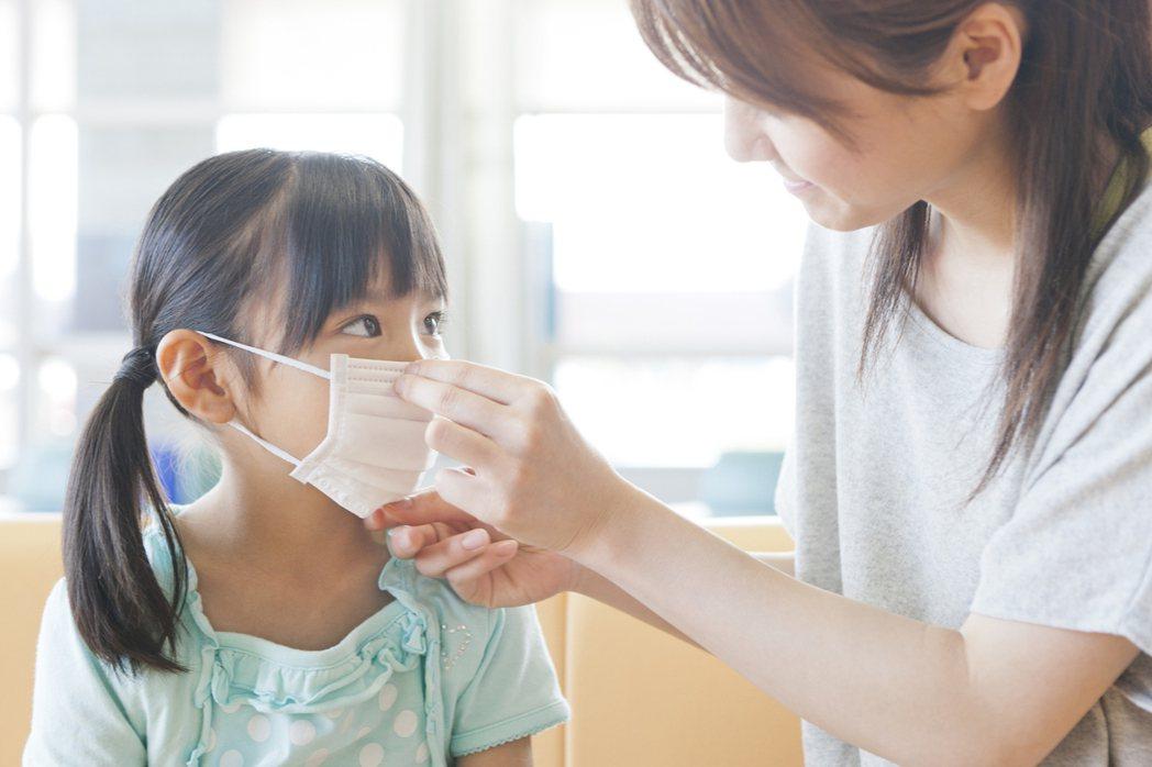 開學季防疫嚴陣以待,全球人壽提醒3時期保單為孩子撐起保險傘。 全球人壽/提供