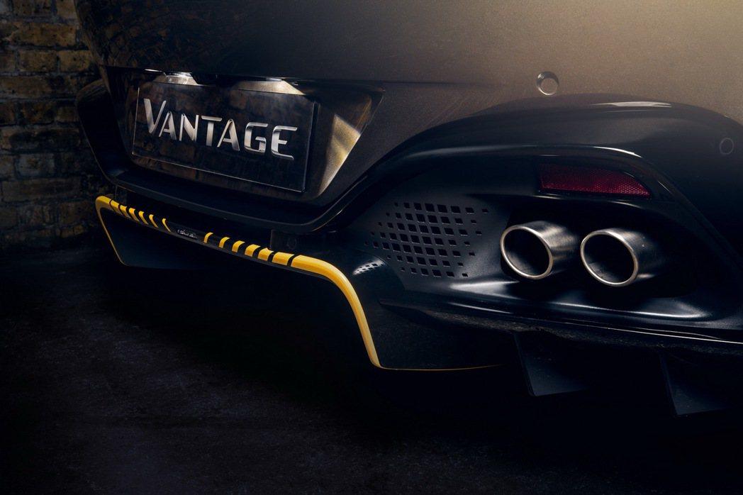 黃線自車頭一直延伸到後下分流器變為虛線點綴。 摘自Aston Martin