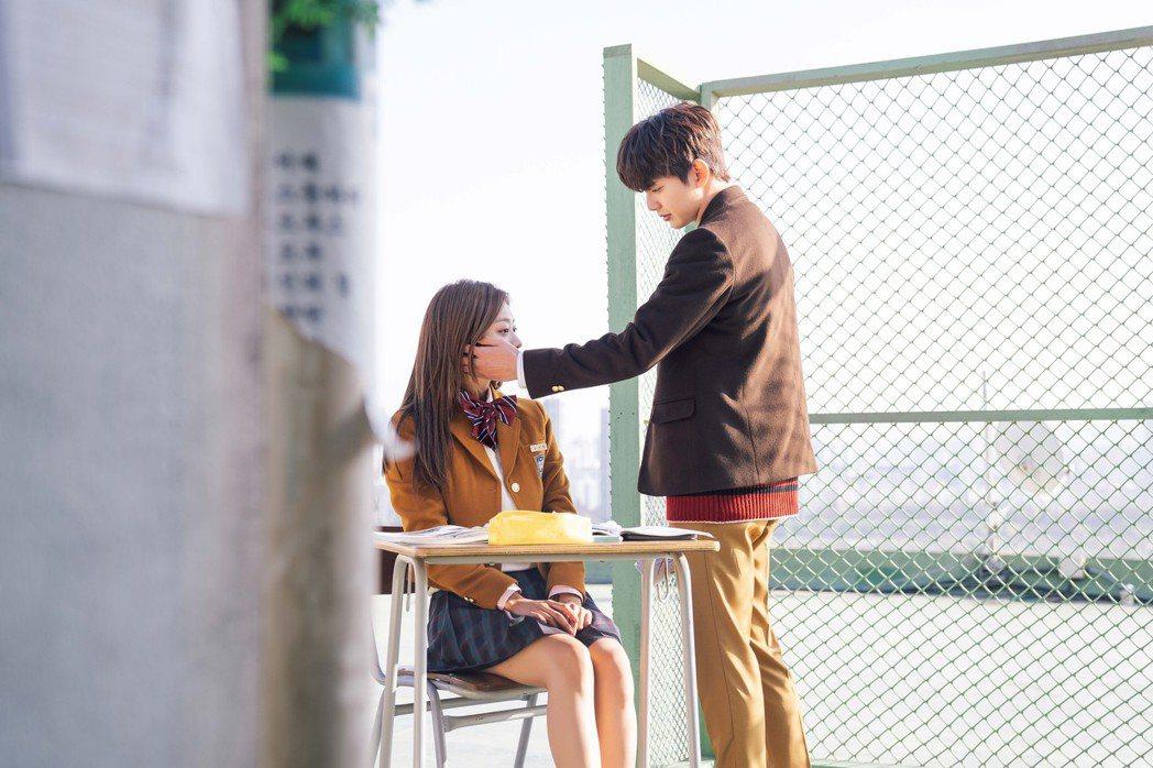 俞承豪(右)在「第二次初戀」中與趙寶兒有刻骨銘心的愛情故事。圖/緯來提供