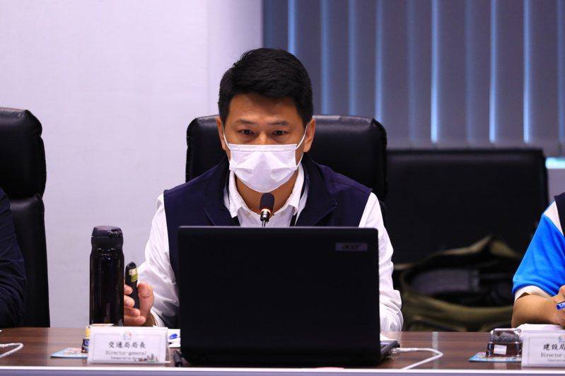 台中市交通局長葉昭甫指出明年預定再加開6條小黃公車。記者陳秋雲/攝影