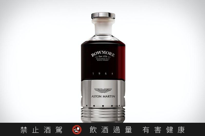 酒瓶瓶蓋以Aston Martin DB5的汽缸活塞封口,別出心裁。圖/Bowmore提供