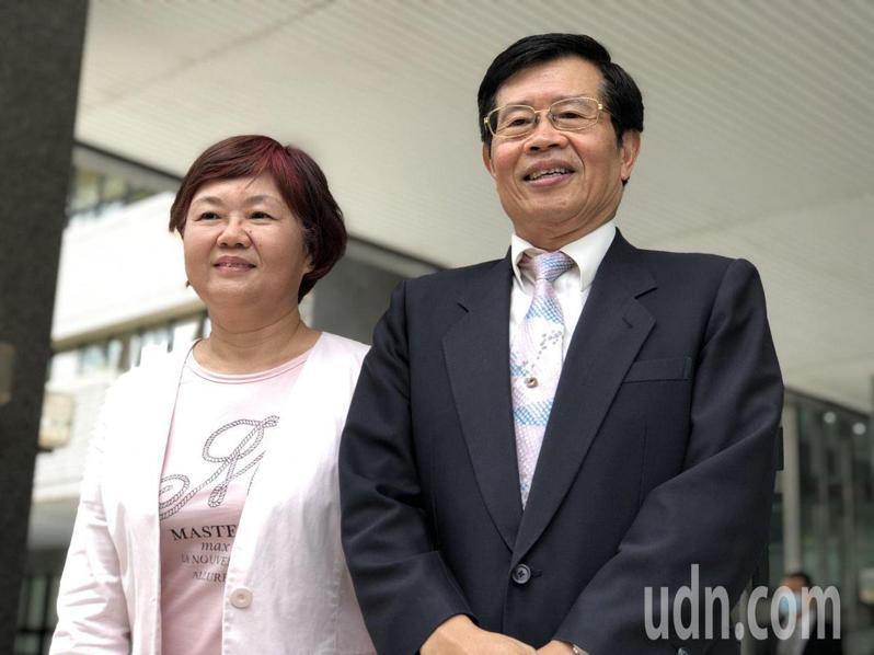 楊明州說,他36年公務生涯共事過9任市長,也換過不少職務,他適應能力不錯,做任何角色都期許自己全力以赴。左為代理副市長王世芳。記者王慧瑛/攝影