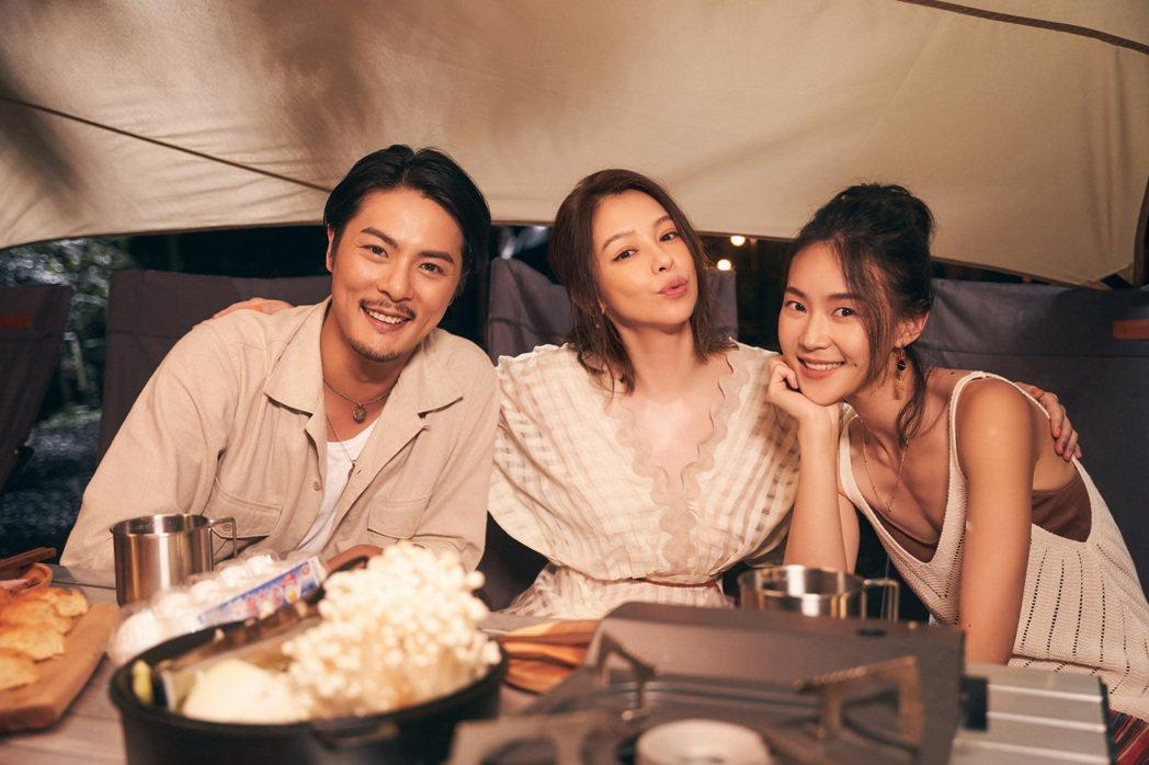元康(左起)、徐若瑄及鍾瑶在新歌「再見錯的人」MV中合作。圖/索尼音樂提供