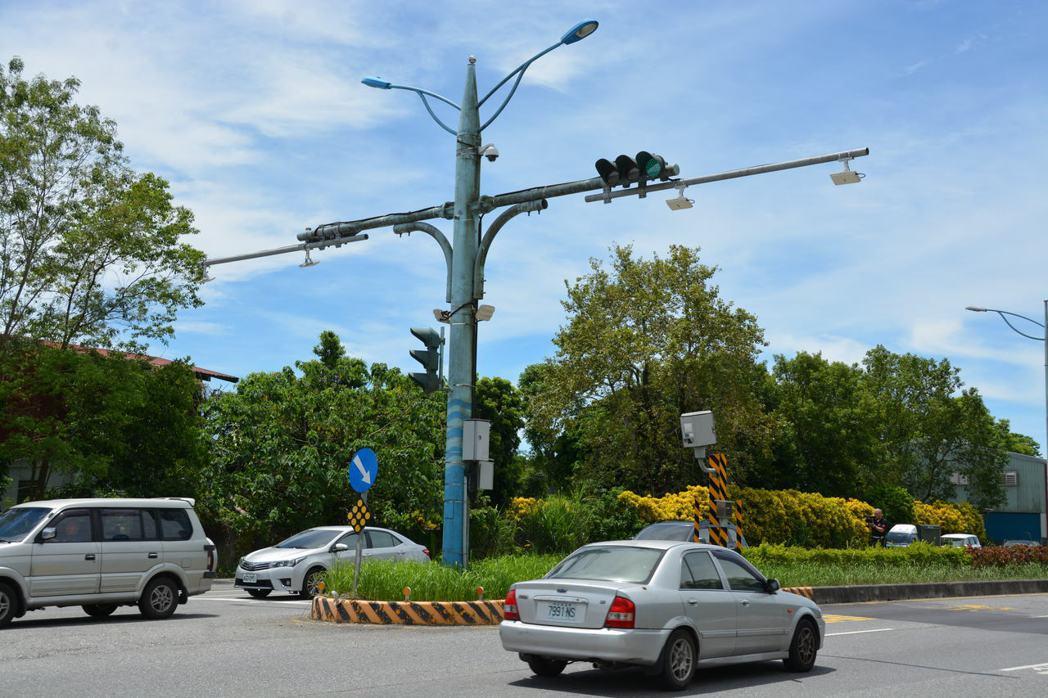 花蓮台9線豐田段的測照桿速限為50公里,許多用路人一不小心就超速。記者王思慧/攝...