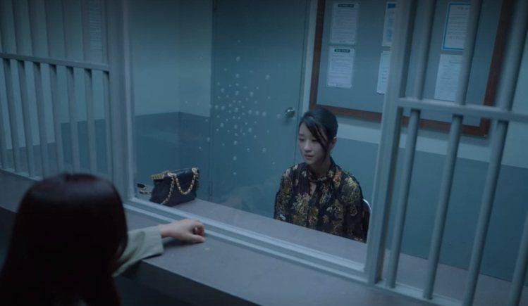 《雖然是精神病但沒關係》女主角徐睿知之前在戲裡也背過香奈兒kiss-lock包包...