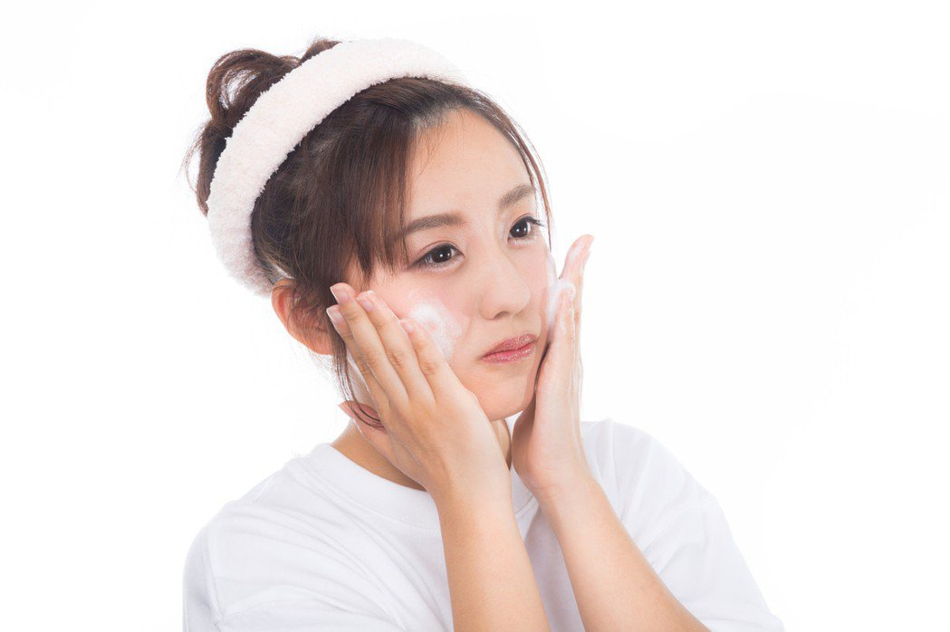 洗臉時,要注意水溫。圖/摘自pakutaso