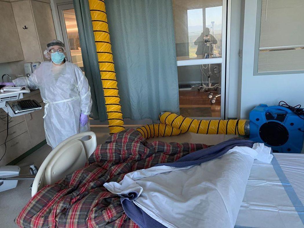 莎朗史東發布妹妹的病房照片,心情相當擔憂。圖/摘自Instagram