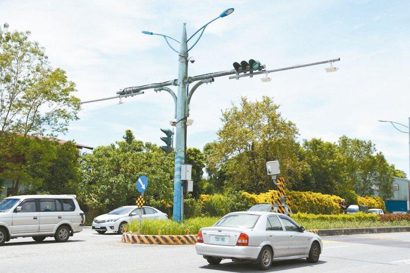 花蓮台9線豐田段的測速桿速限50公里,許多用路人一不小心就超速。記者王思慧/攝影