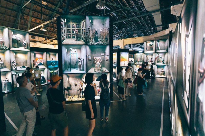 一六七座巨型燈箱打造沉浸攝影光廊。圖/聯合數位文創