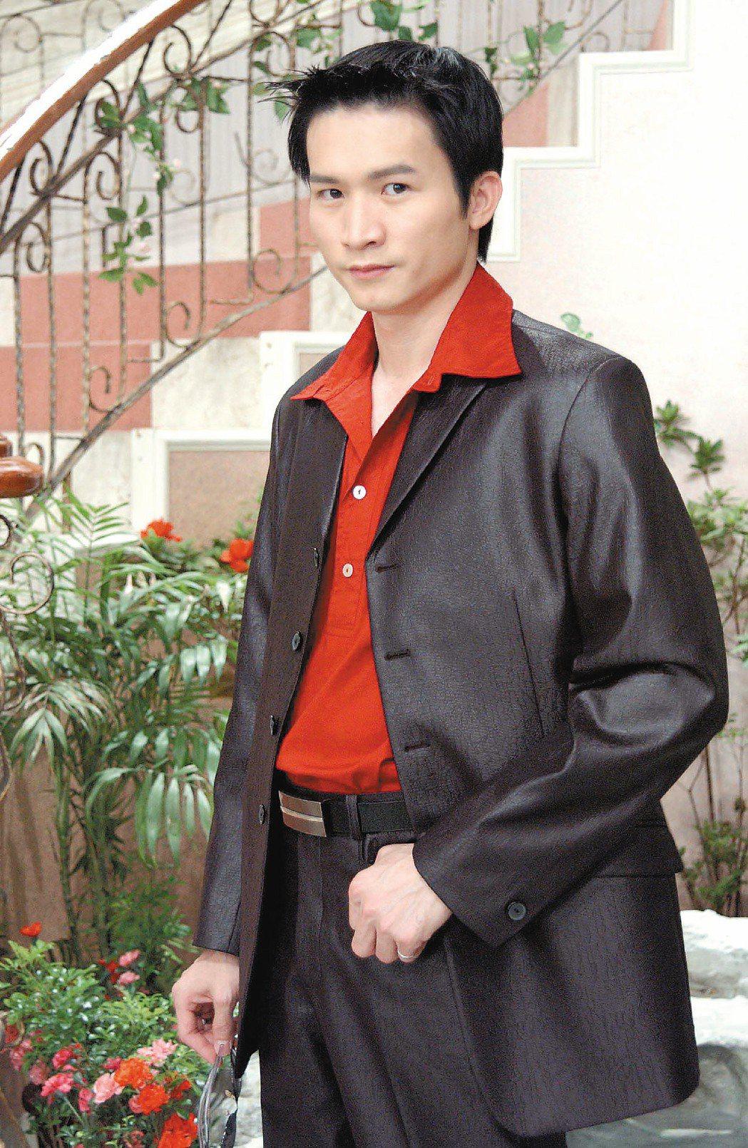 當年秦楊飾演的劉文聰,愛送人汽油桶跟番仔火,觀眾雖罵得凶,但收視飆破10%。圖/