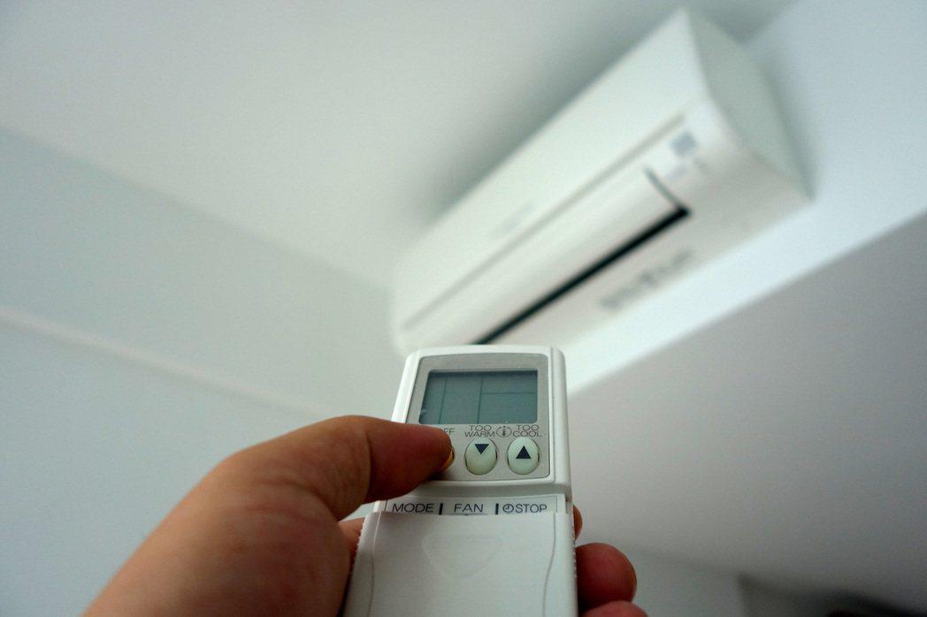 夏天越來越熱,許多人不開冷氣難以度日。 圖/Ingimage
