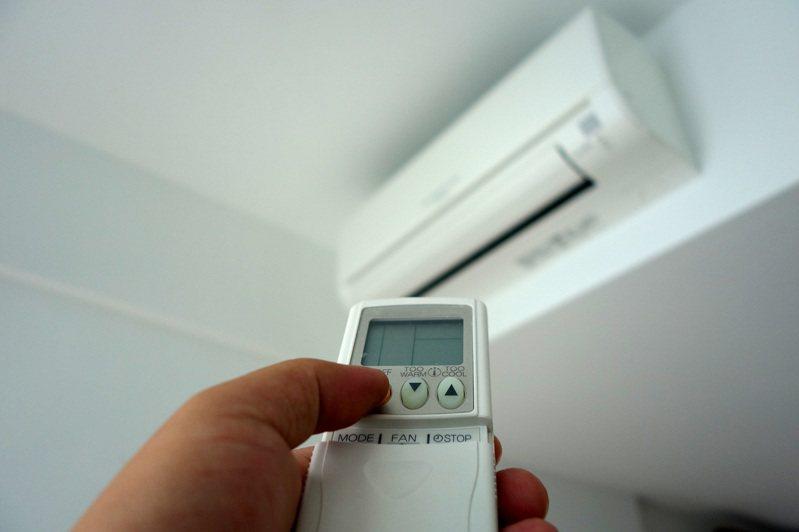 夏天越來越熱,許多人不開冷氣難以度日。 示意圖/Ingimage