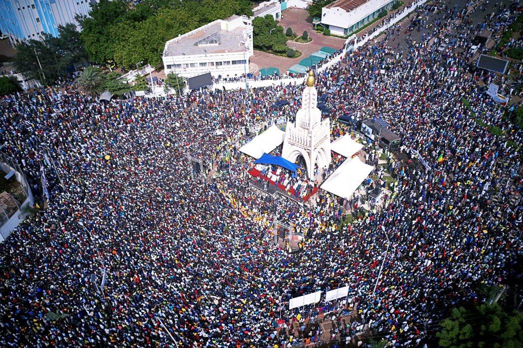在2020年的反凱塔抗爭中,以迪科為中心的全民抗爭,雖然成功逼使總統讓步——包括...