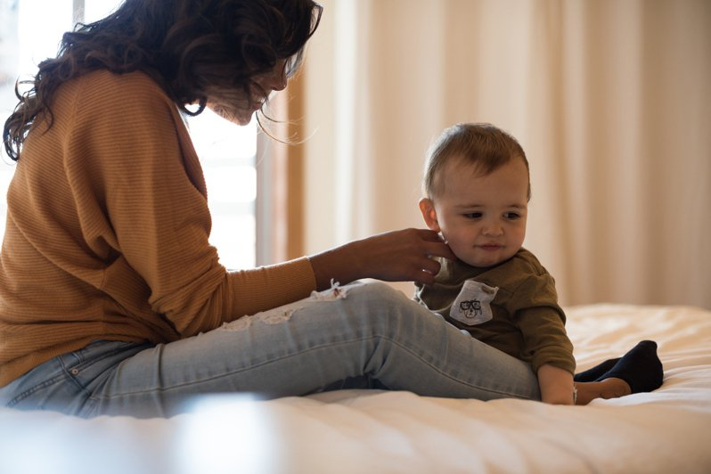 媽媽是一種無時無刻都會被評價的角色與工作?許多人的母職經驗裡,常常會經歷才剛當媽就立刻被千夫所指的情形。圖片來源:ingimage