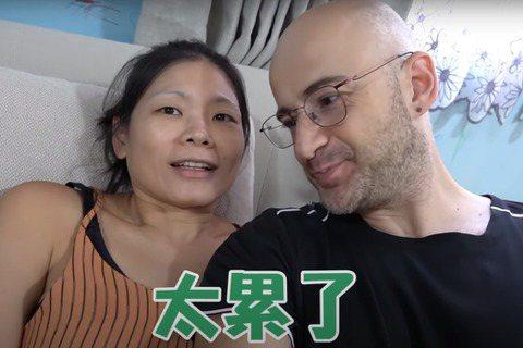 來自土耳其的藝人吳鳳在台發展多年,熱愛台灣的他最後還成了台灣女婿,並在前年(2018年)歸化取得身分證,獲得中華民國國籍。他常透過社群網站與網友分享生活點滴,17日分享搬家過程,家中推滿箱子,驚嘆「...