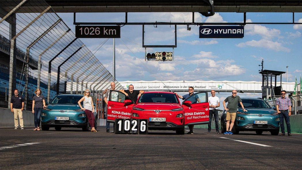 三台Hyundai Kona Electric從第一天滿電情況下開始行駛至電量0...