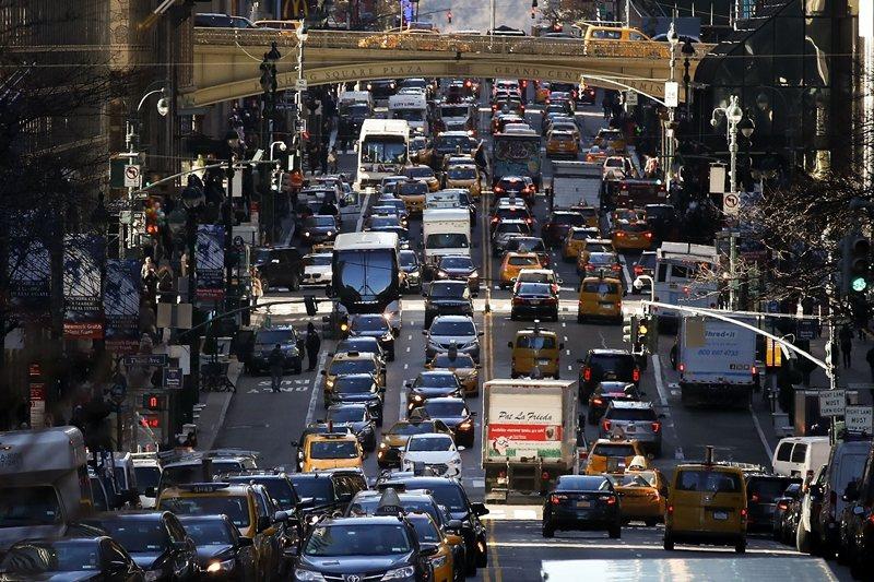 對汽車友好的都市土地使用政策,往往犧牲了行人需求與當地土地使用需求。 圖/法新社