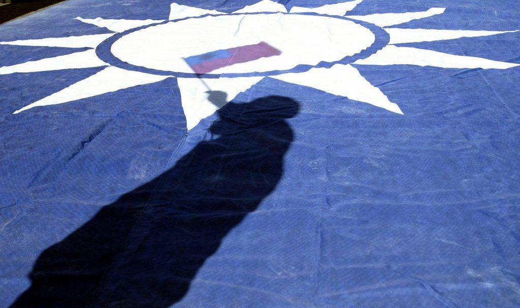 黨國獨裁時期的國旗竟也能創造出許多鬼話。 圖/聯合報系資料照
