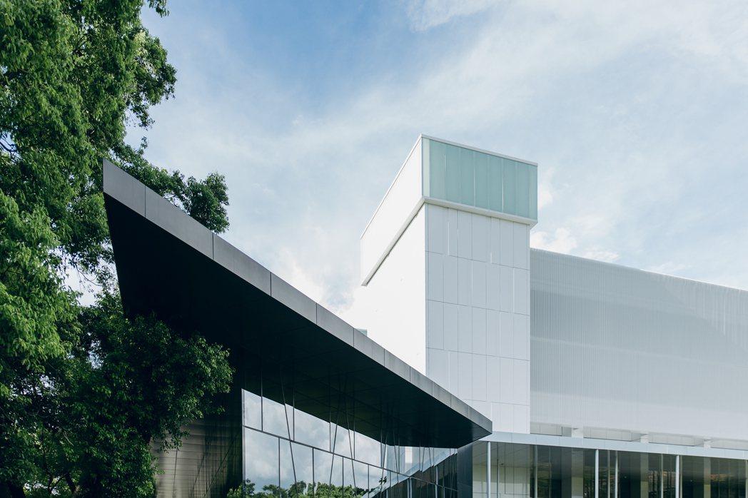 擁有30年歷史的屏東縣立圖書館,歷經兩年整修,即將於8月底重新開幕。 圖/屏東縣...