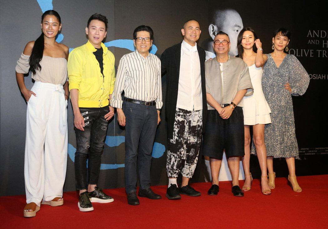 紀錄電影《初心》舉行首映會,米其林名廚江振誠(中)、公益平台基金會董事長嚴長壽(