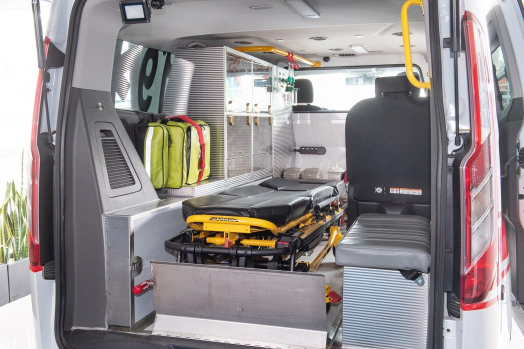 Ford Tourneo Custom福特旅行家客製化訂製的救護車在空間機能上充...