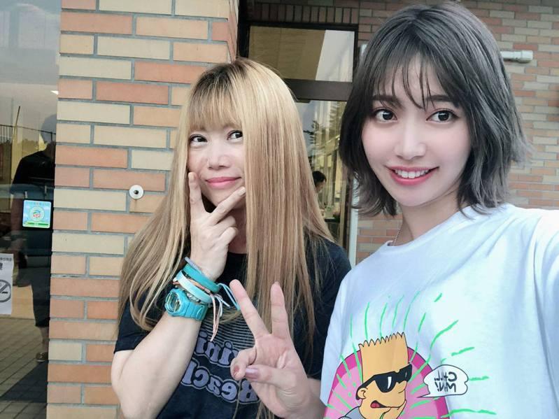 Junko(左)和20多歲的女生一起合照,感覺都不像差很遠!圖翻攝自Twitter「junkosunset」