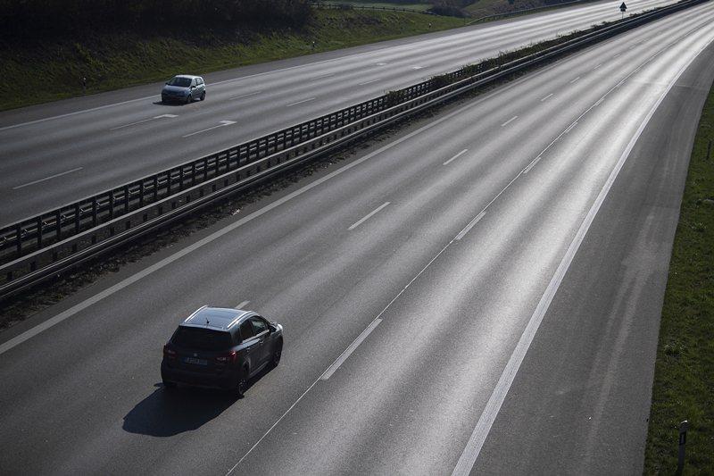 二戰後高速公路網快速擴張,並以為建設高速公路將減少道路事故的發生。 圖/美聯社