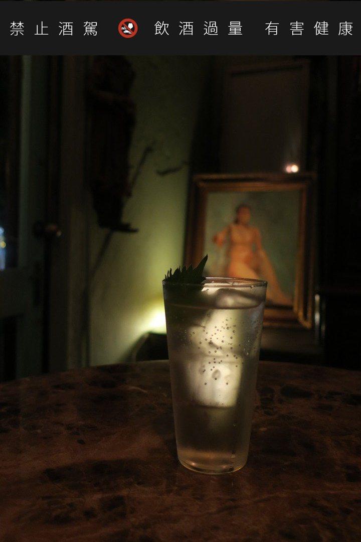 由經典調酒Gin Tonic變形而來的「小日子」,清爽開胃、適合當一夜微醺的開場...