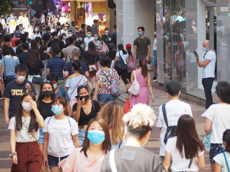 香港民意研究計畫公布民調,受訪者對「自由、繁榮、法治、安定、民主」等5項核心社會指標的評分,全部創下1997年有紀錄以來的新低。 中通社
