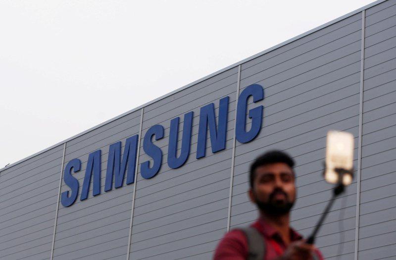 三星否認要把手機生產線移到印度。  路透