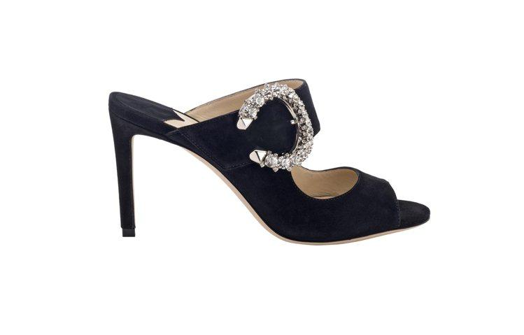 SAFC字鑽釦麂皮涼鞋。38,800元。圖/Jimmy Choo提供