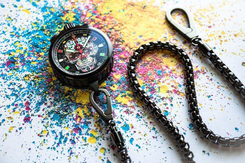 Bolt-68 Heritage系列糖果骷髏計時碼表在卸下表帶、換上鏈條後,又可變身超酷懷表、歡樂酷炫,42,300元。圖 / Bomberg提供。