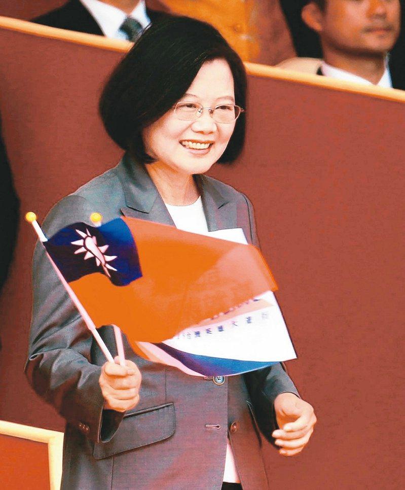 去年雙十國慶談話,蔡英文總統表示「中華民國台灣是最大共識」,外交部的 「贅字論」形同打臉蔡總統。 圖/聯合報系資料照片