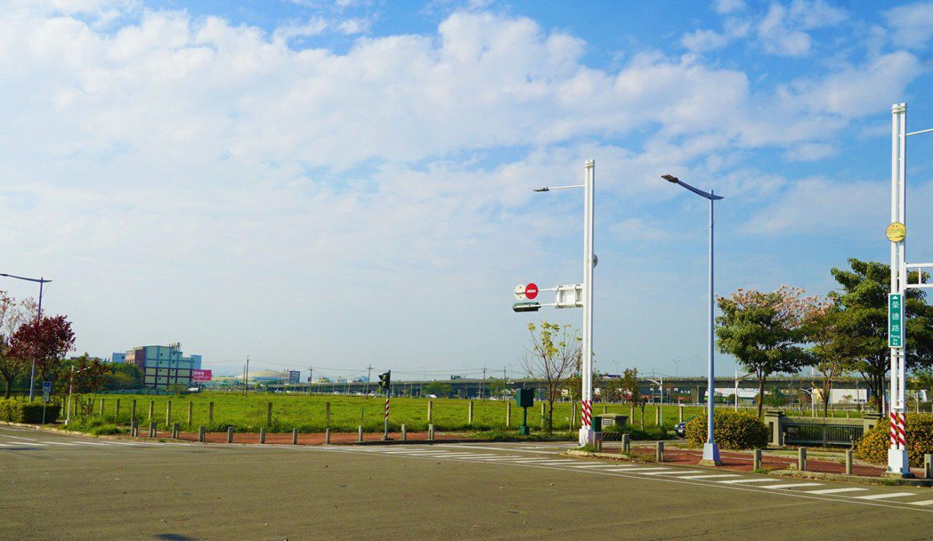 「台中巨蛋」位於14期重劃區環中路一段、榮德路西南側的「文中小6」預定地。圖/業...