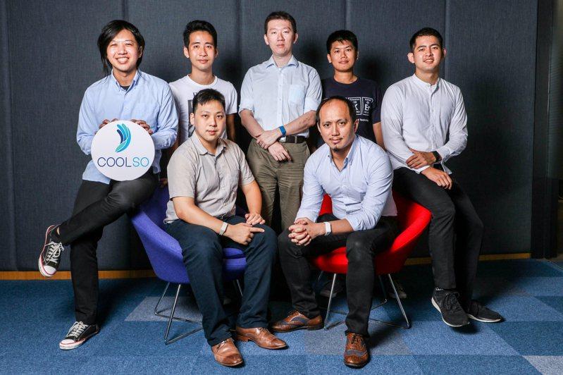 台灣科技大學與酷手科技團隊合作開發創新之手勢控制人機介面技術,將可以用智慧手錶或手環,把手指運動變成遙控器,使用者可以像擁有魔法或原力一般,隔空操控各種電子設備。 圖/酷手科技提供