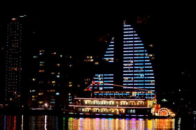 全台首創的郵輪體驗+飯店住宿,台北淡水河變身巴黎塞納河。圖/雲朗觀光提供