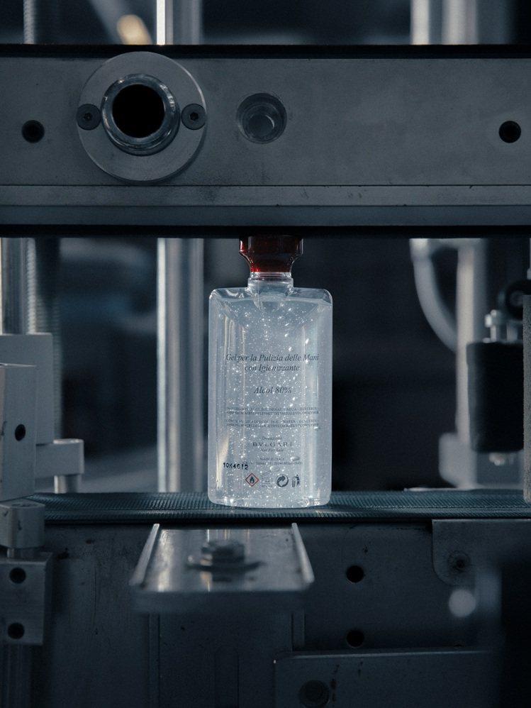 寶格麗暫停香水部門生產,全力挪用資源以製造乾洗手凝膠,並捐贈義大利、瑞士、英國、...