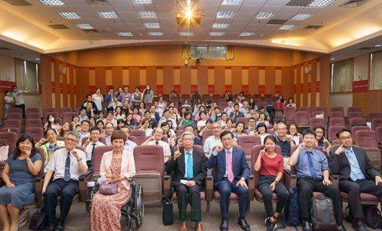 病人自主研究中心日前與台北醫學大學衛生福利政策研究中心攜手舉辦「病主法施行週年專...