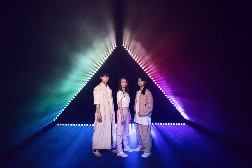 告五人推出新歌「新世界」。圖/相信音樂提供