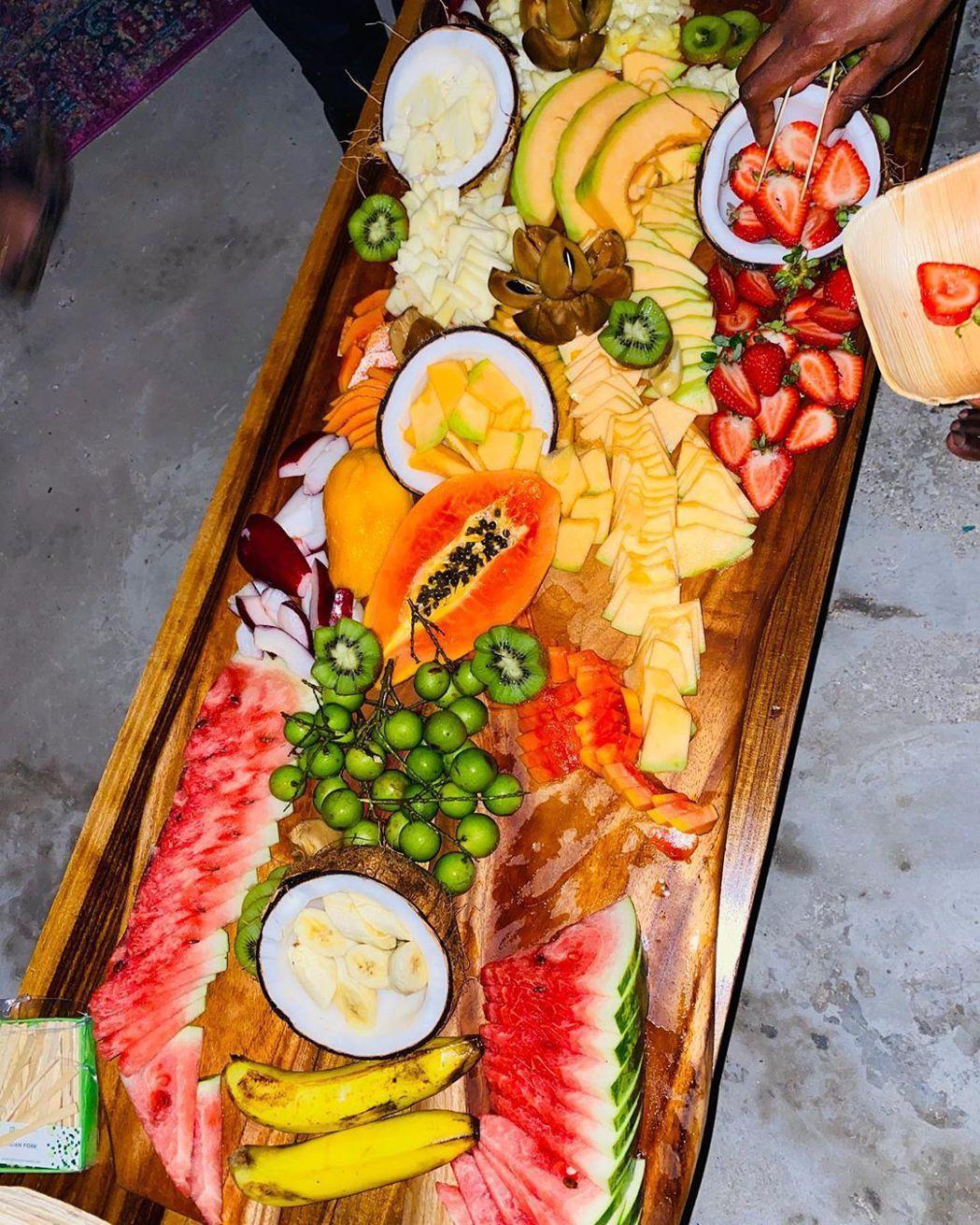 牙買加的新鮮水果自然在派對上不可或缺。圖/摘自Instagram