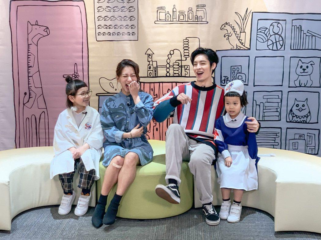 胖球(左起)、陳妤、曹佑寧和斯拉,童言童語解惑愛情盲點。圖/索尼提供