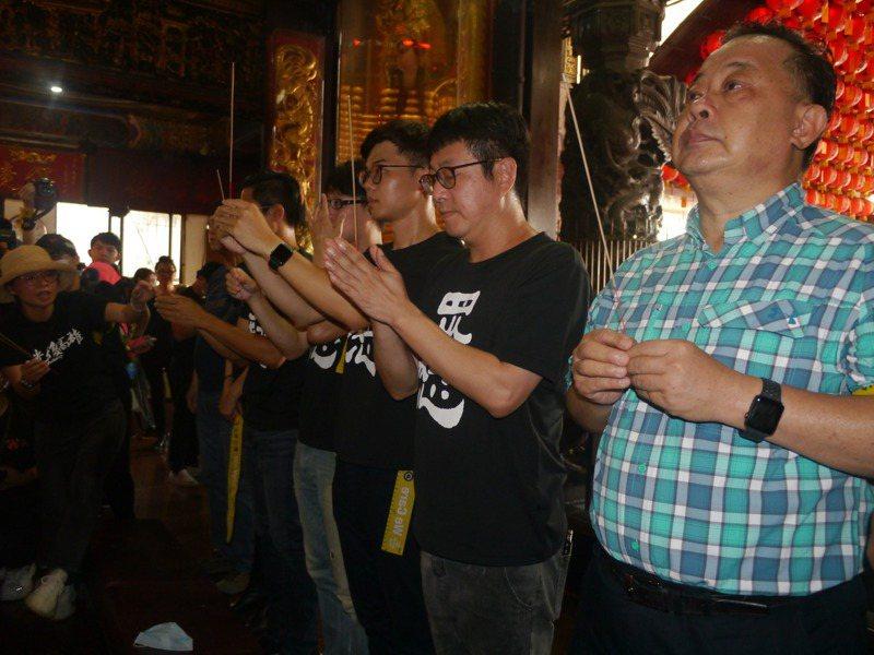 內政部前部長余政憲(右一)在高雄市長補選時出任陳其邁競總總指揮一職,具地方影響力。圖/聯合報系資料照片